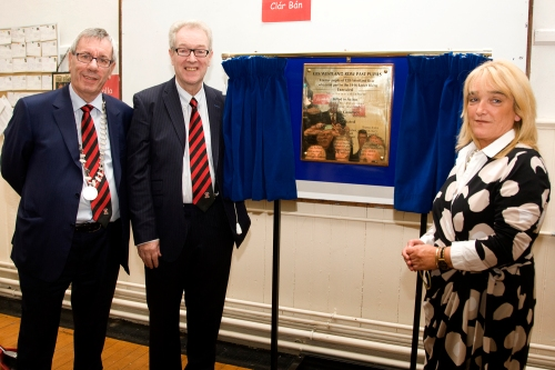 PPU President, Brian Duncan, Des Byrne and Principal Kate Byrne perform the unveiling ceremony.